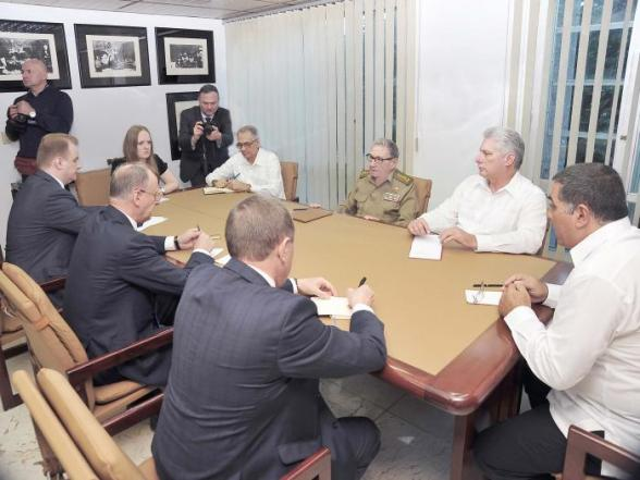 Raul Castro Ruz and Miguel Diaz-Canel met Tuesday with Nicolay Petrushev