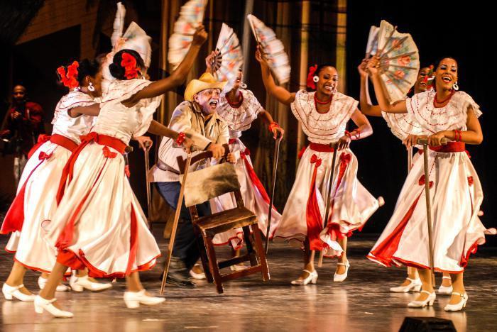 Compañía folclórica Camagua tributa al Día de la Cultura cubana
