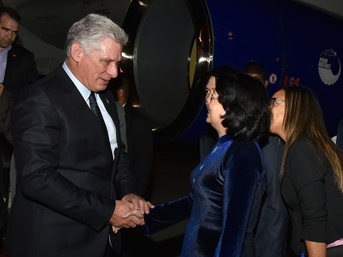 Presidente de Cuba llega a Vietnam