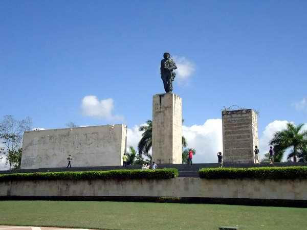 Alta cifra de visitantes al Complejo Escultórico Ernesto Guevara