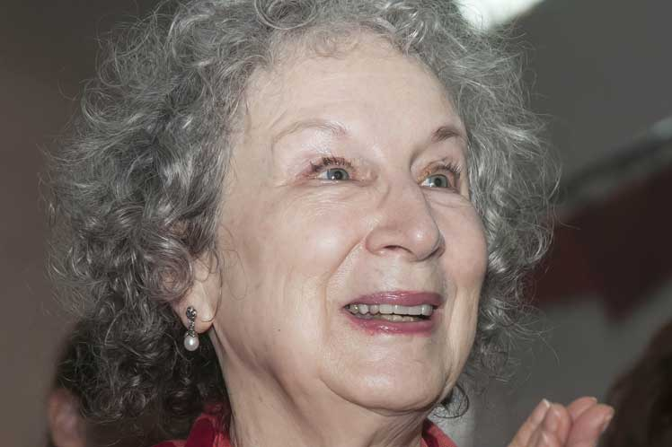 Canadian writer Margaret Atwood presents books in Cuba