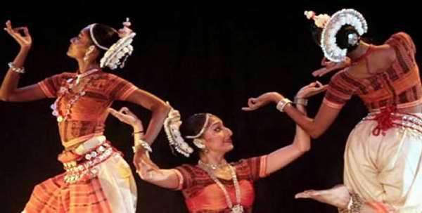 Danzas tradicionales en fiesta por la independencia de la India