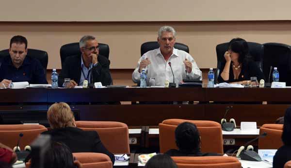 Asiste Miguel Díaz-Canel a sesiones de trabajo del Parlamento