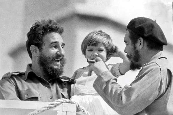 Rememoran al Che y a Fidel en el Palacio de Torcedores