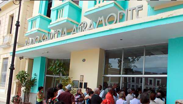 Celebran radialistas camagüeyanos cumpleaños 61 de su planta matriz