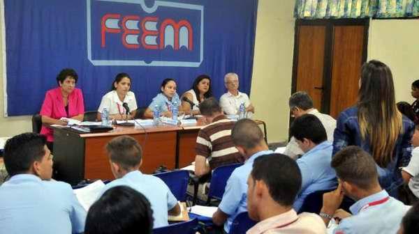 Felicita Raúl Castro a la FEEM por su aniversario 47