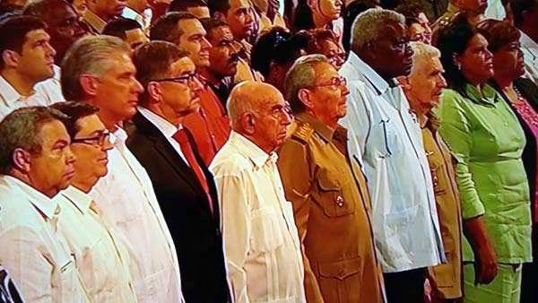 Preside Raúl Castro gala por el centenario de la Revolución de Octubre