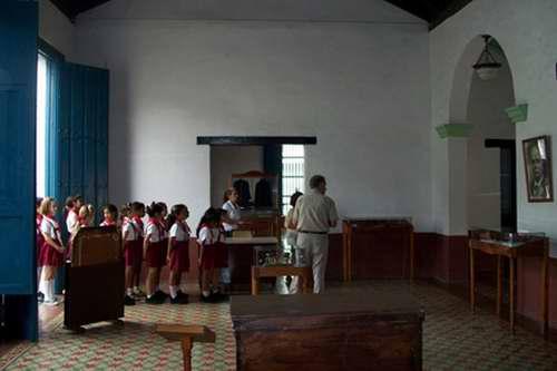 Especialistas holguineros conservan patrimonio histórico y documental